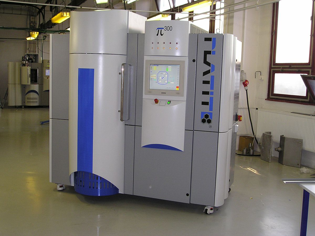Apparatuses For Vacuum Metal Coating And Application Of Layers